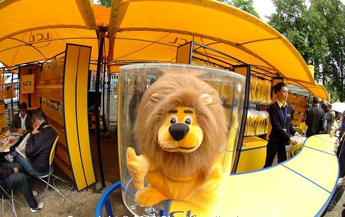 2012_tour_de_france_stage1_liege_village_lion1a