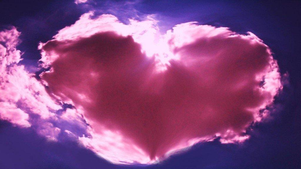 en-forme-de-coeur-magnifique-tonnant-en-forme-de-coeur-de-fleur1600x90061876