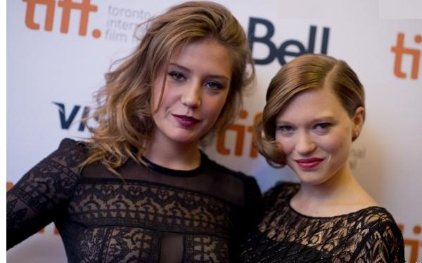 1229918-adele-exarchopoulos-and-lea-seydoux-620x0-11